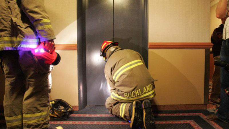گیرکردن در آسانسور